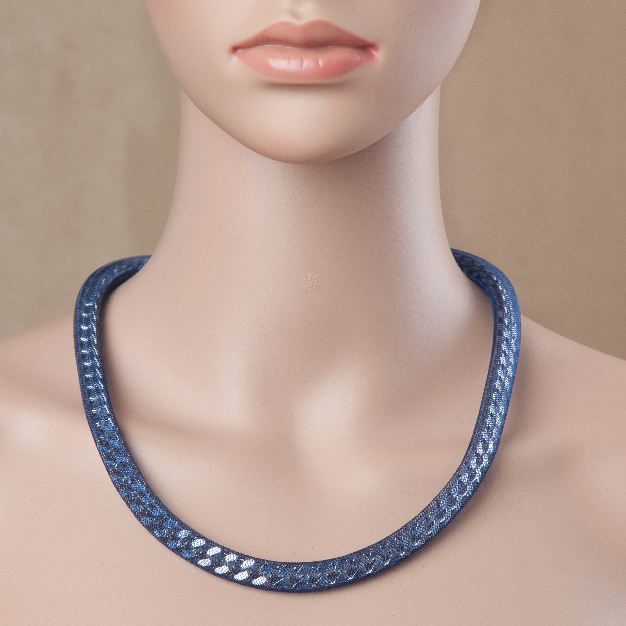 PEEK A BOO NECKLACE NAVY BLUE