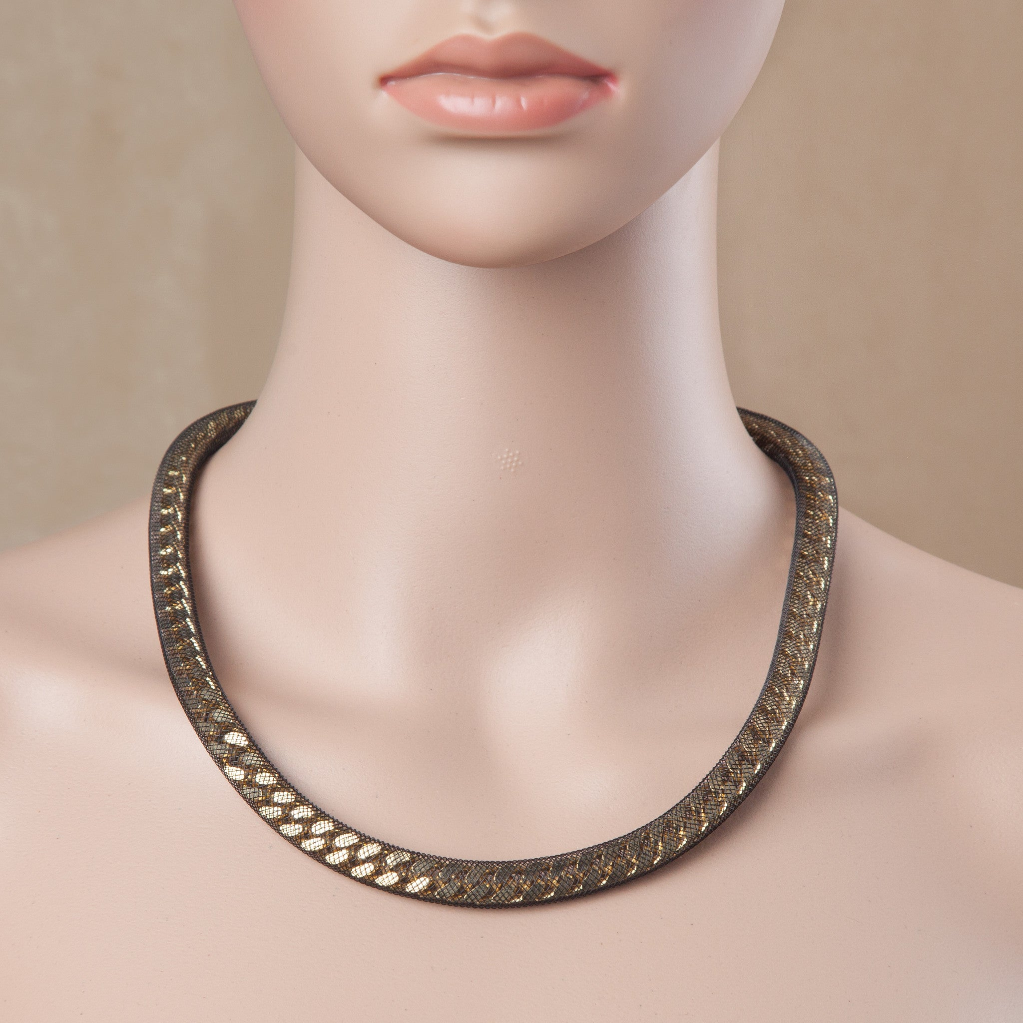 PEEK A BOO NECKLACE BLACK