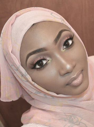 KRÈME CHATS WITH AMINA SULEIMAN ,  MAKEUP ARTIST .