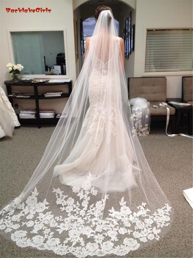 Beautiful One Layer Lace Wedding Veil With Comb.