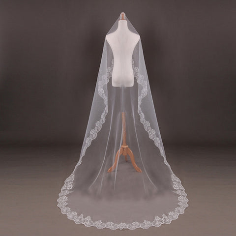 Elegant Long Veil with Lace Edges