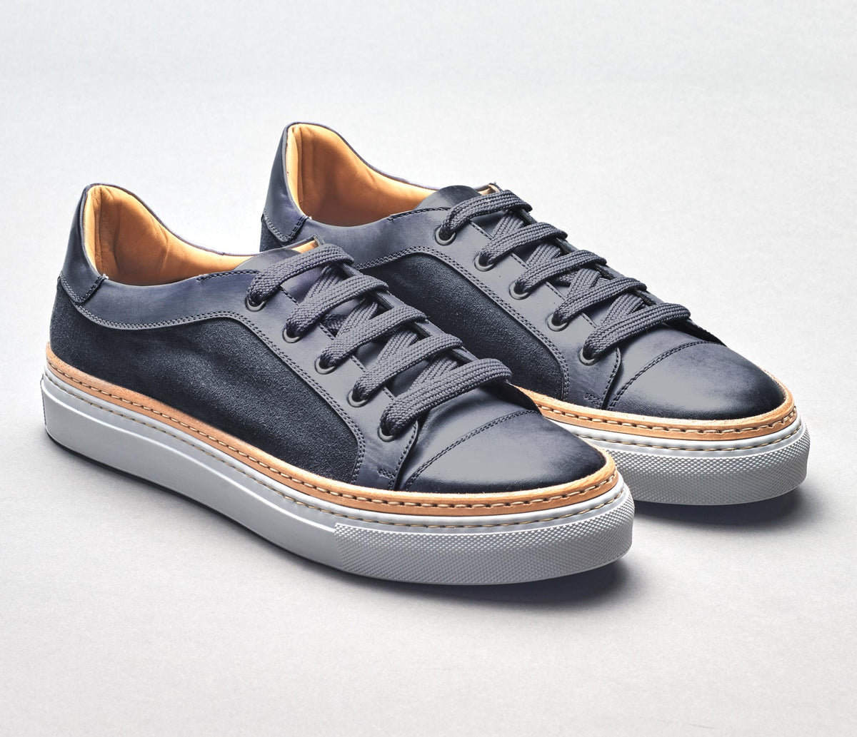 SB646 Calf / Velour Gunmetal