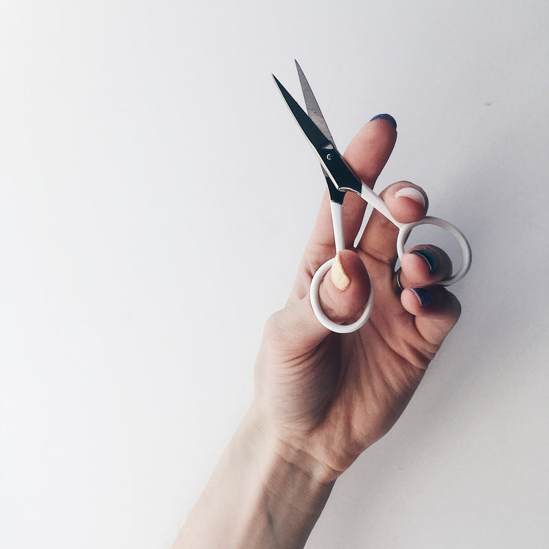 Brow Scissors in White