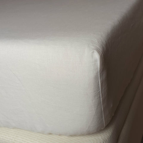 Fitted classic white linen sheet