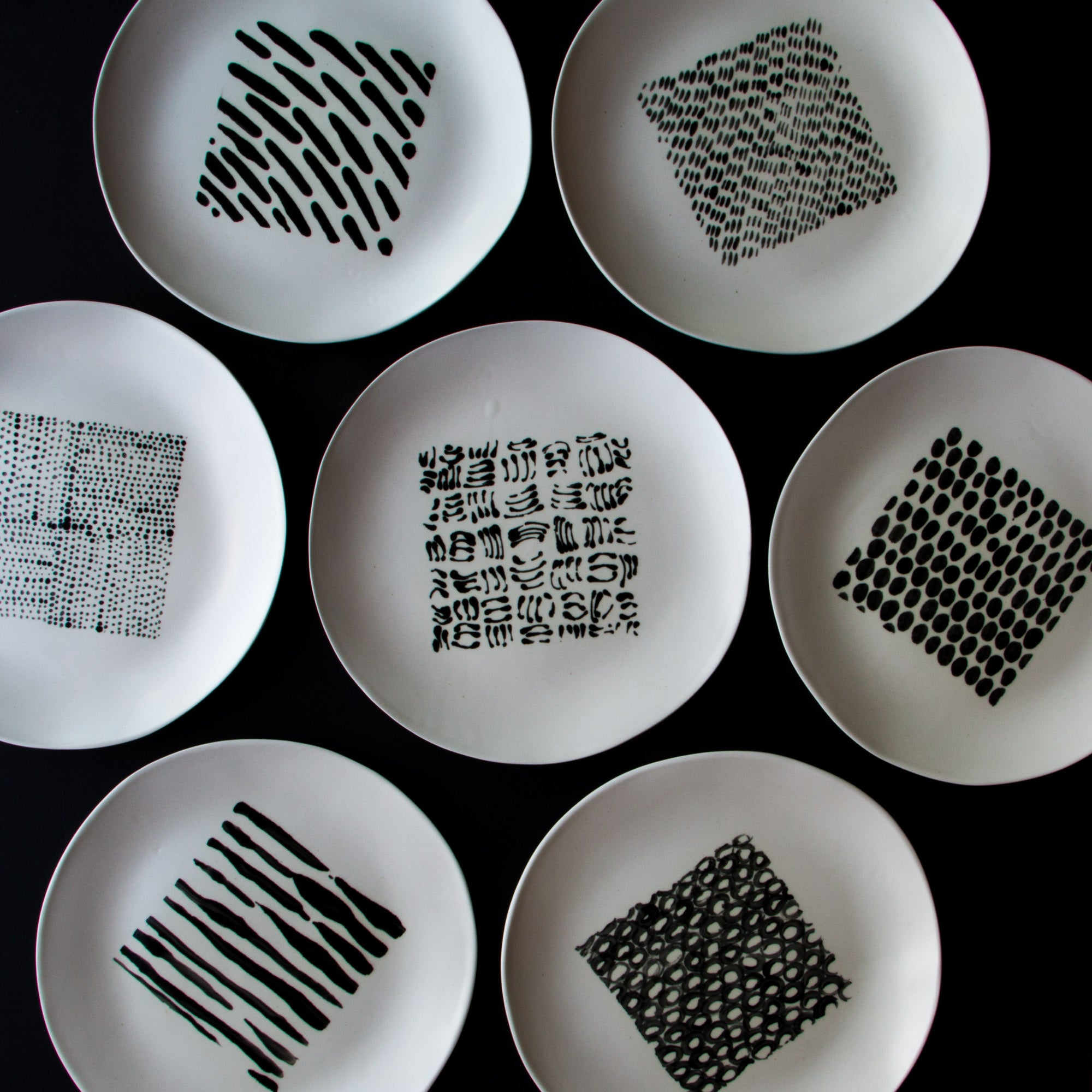 Rachel Grenon - Large Black and White Plates - Chic & Basta
