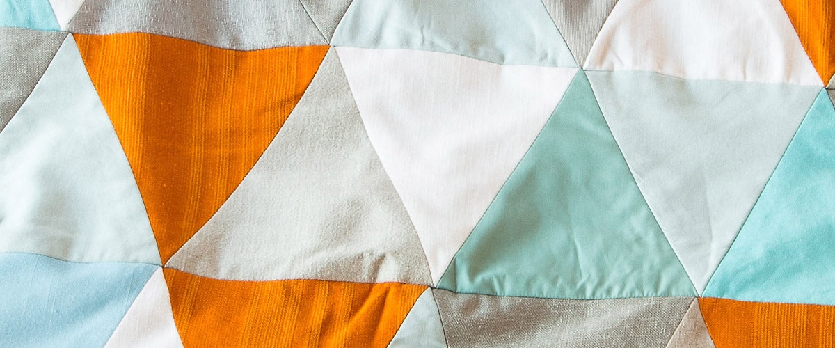 Modern and contemporary handcrafted throws, patchwork quilts and blankets, by Fichu Chiffon / La Cabane Atelier.
