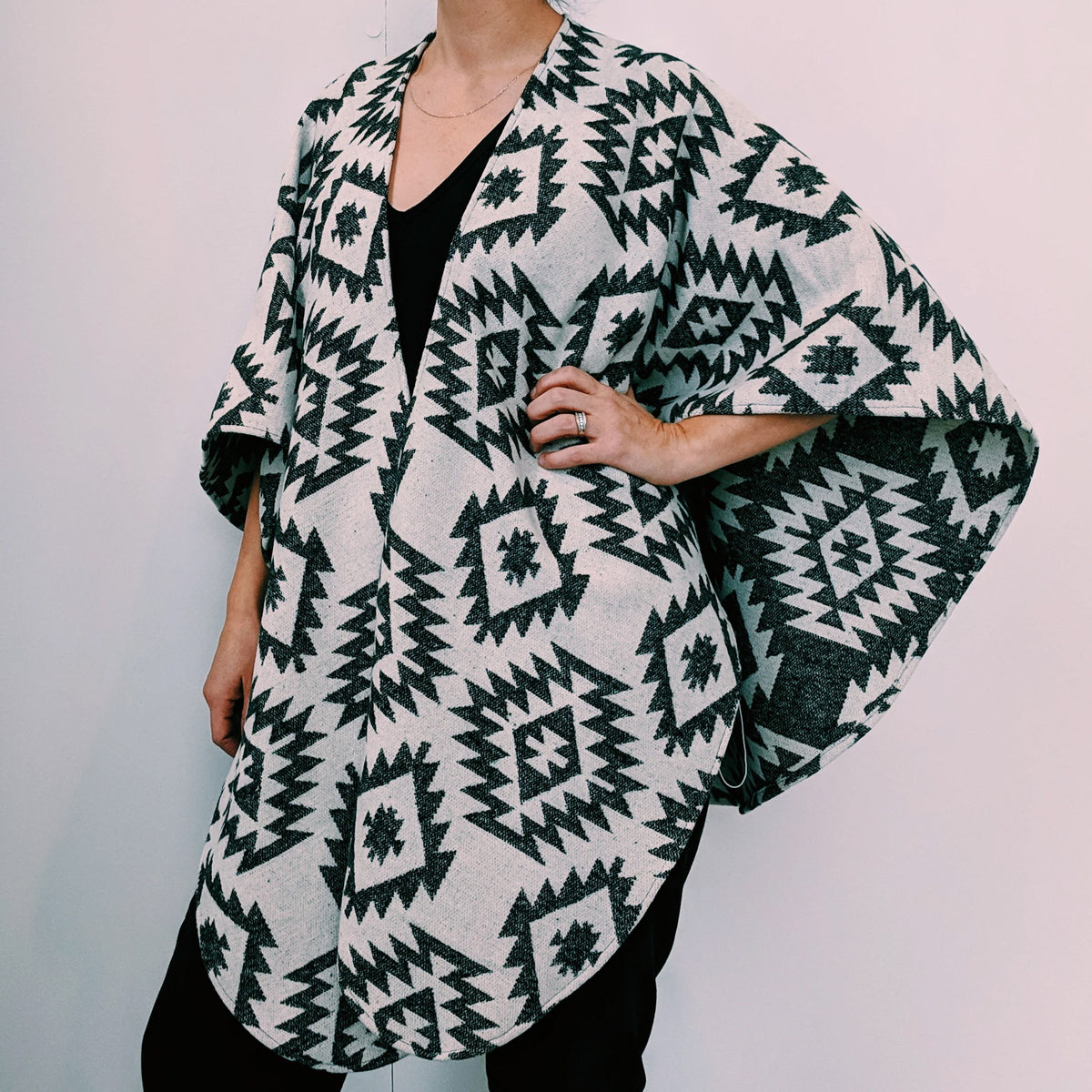 Snowy Owl - Shawl / Poncho for Women in Wool - Sold by Chic & Basta
