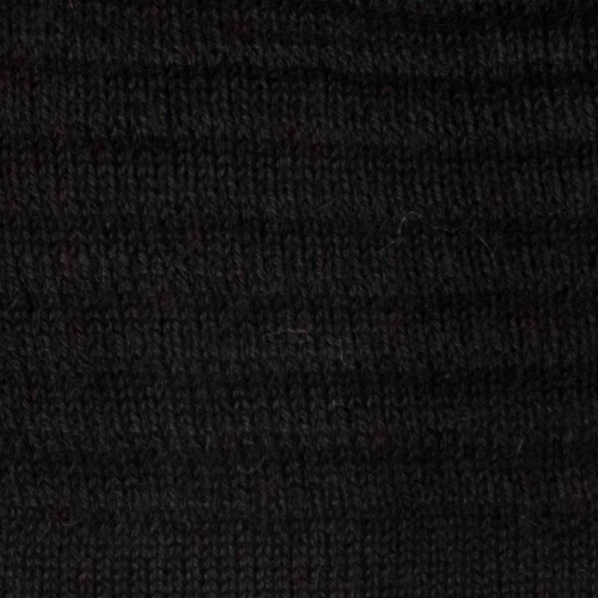 Texture Detail of Black Slouchy Beanie in 100% Baby Alpaca Fiber - Sold by Chic & Basta