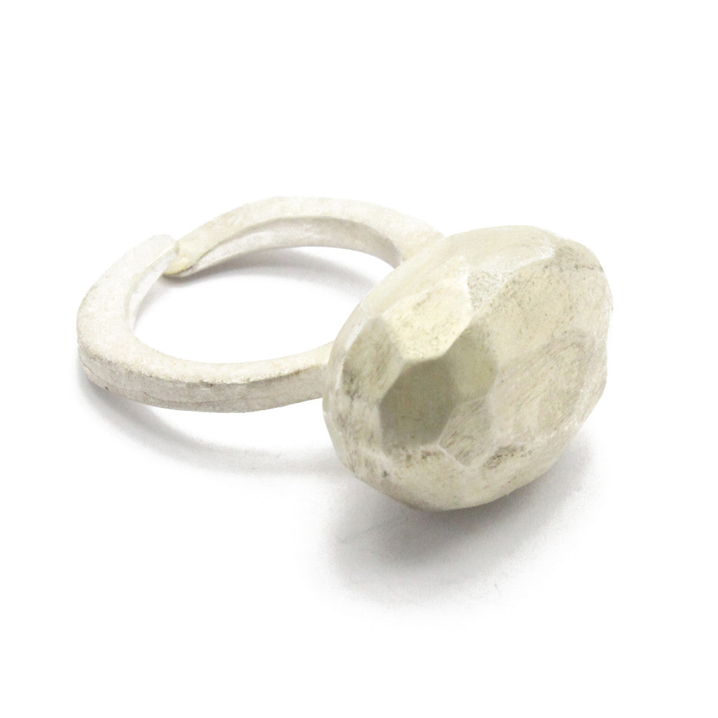 Oval ring white