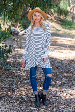 TU1509-STIVOBLK long sleeve stripes crochet cuffs sharkbite tunic