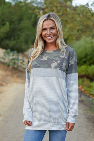 T8420-STCAMO camouflage and stripes color block sweatshirt