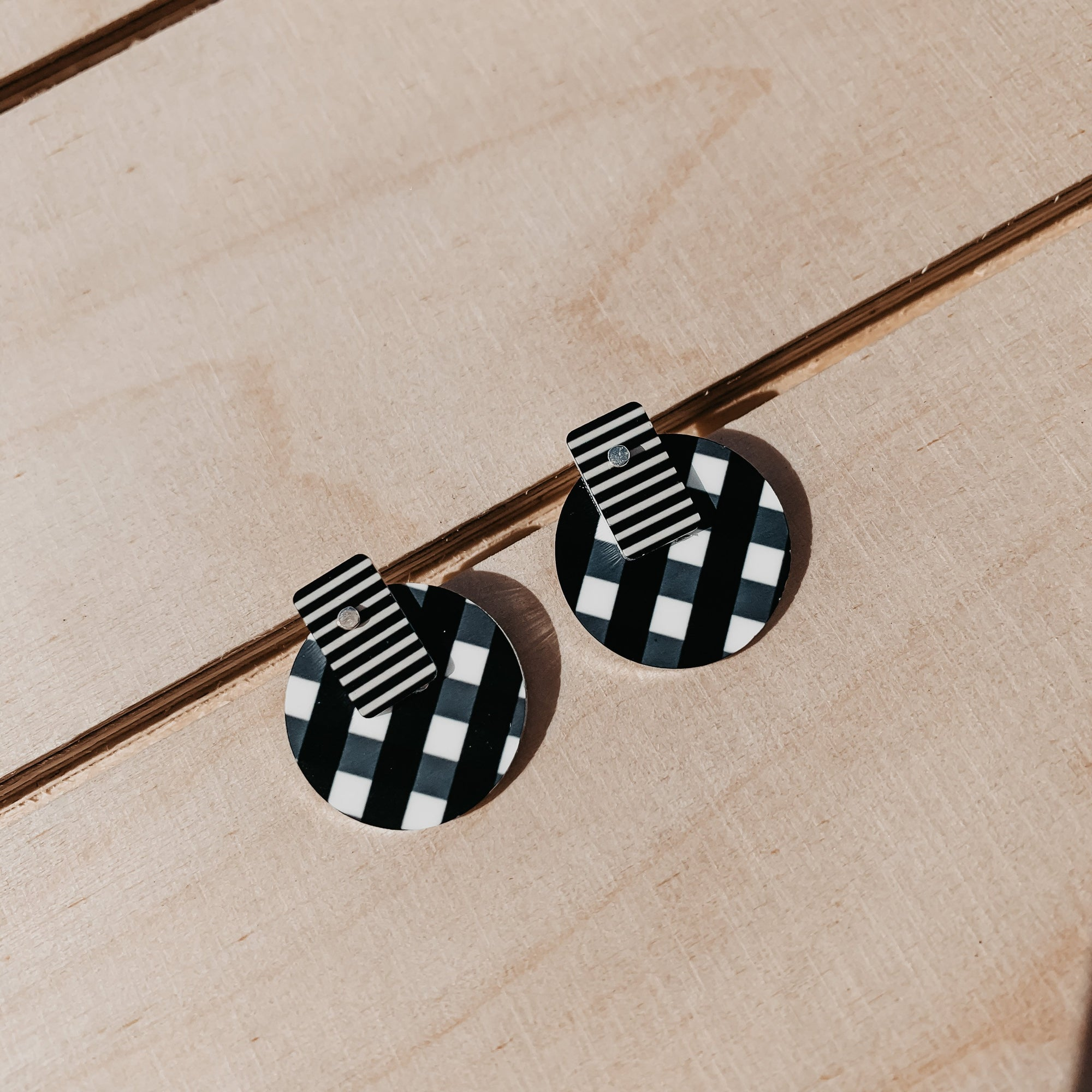 Ebony Striped Gingham Layered Medium Circle Stud Earrings