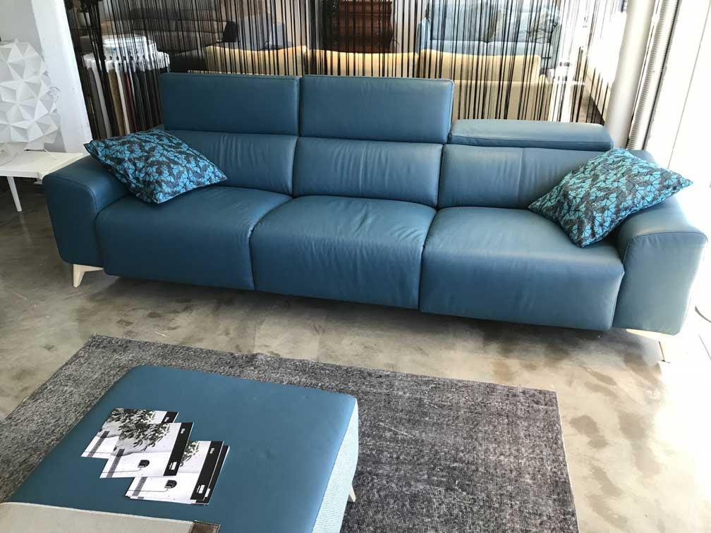 sofa-azul-oscuro-decoracion