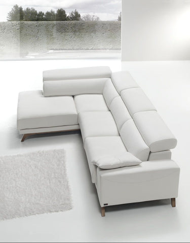 chaiselongue de diseño color blanco en piel o tela en