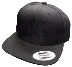 Snapback Black on Black Flatbill
