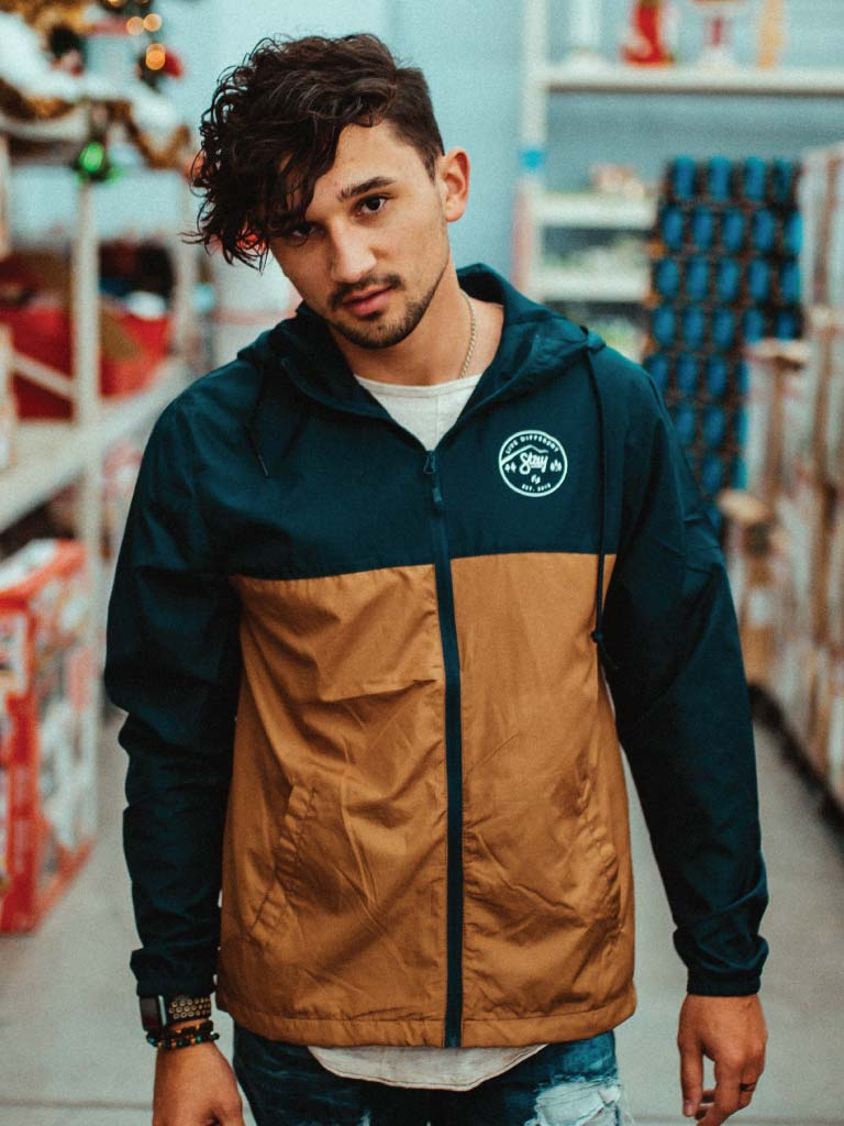 LIVE DIFFERENT WINDBREAKER - NAVY/SADDLE