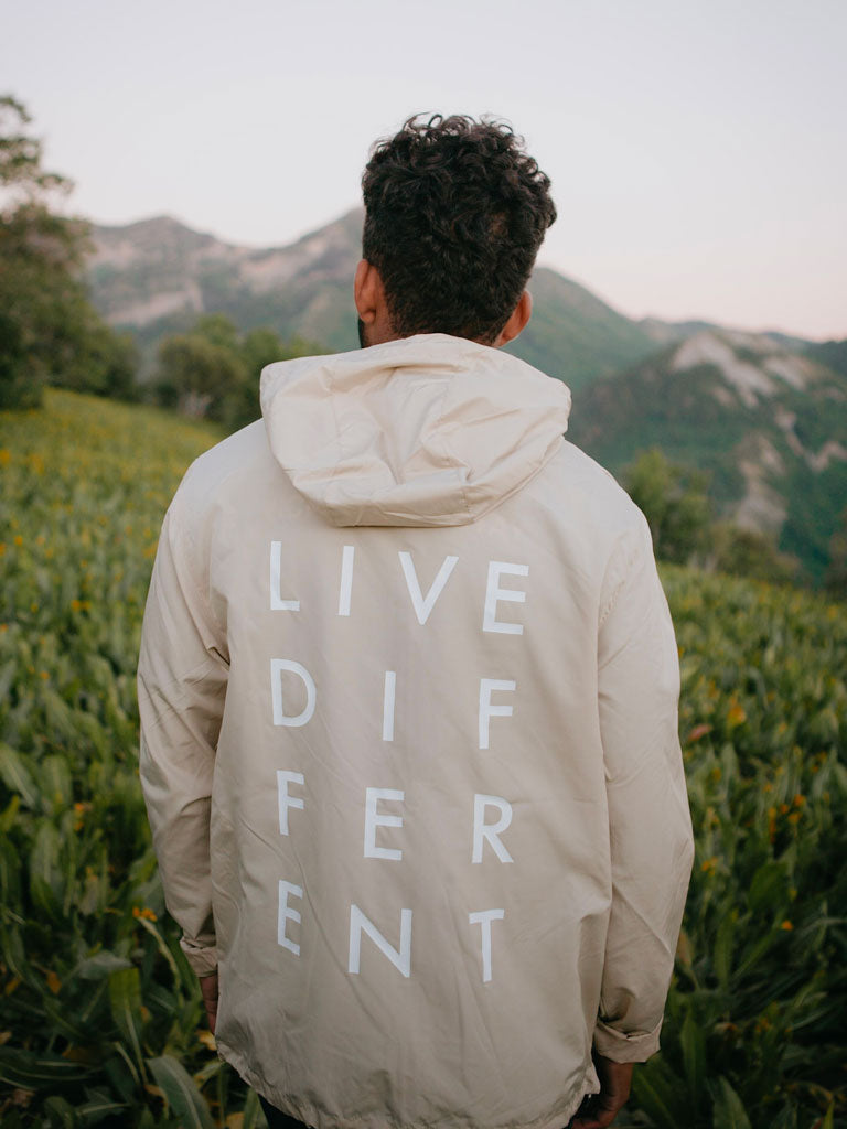 LIVE DIFFERENT WINDBREAKER - KHAKI