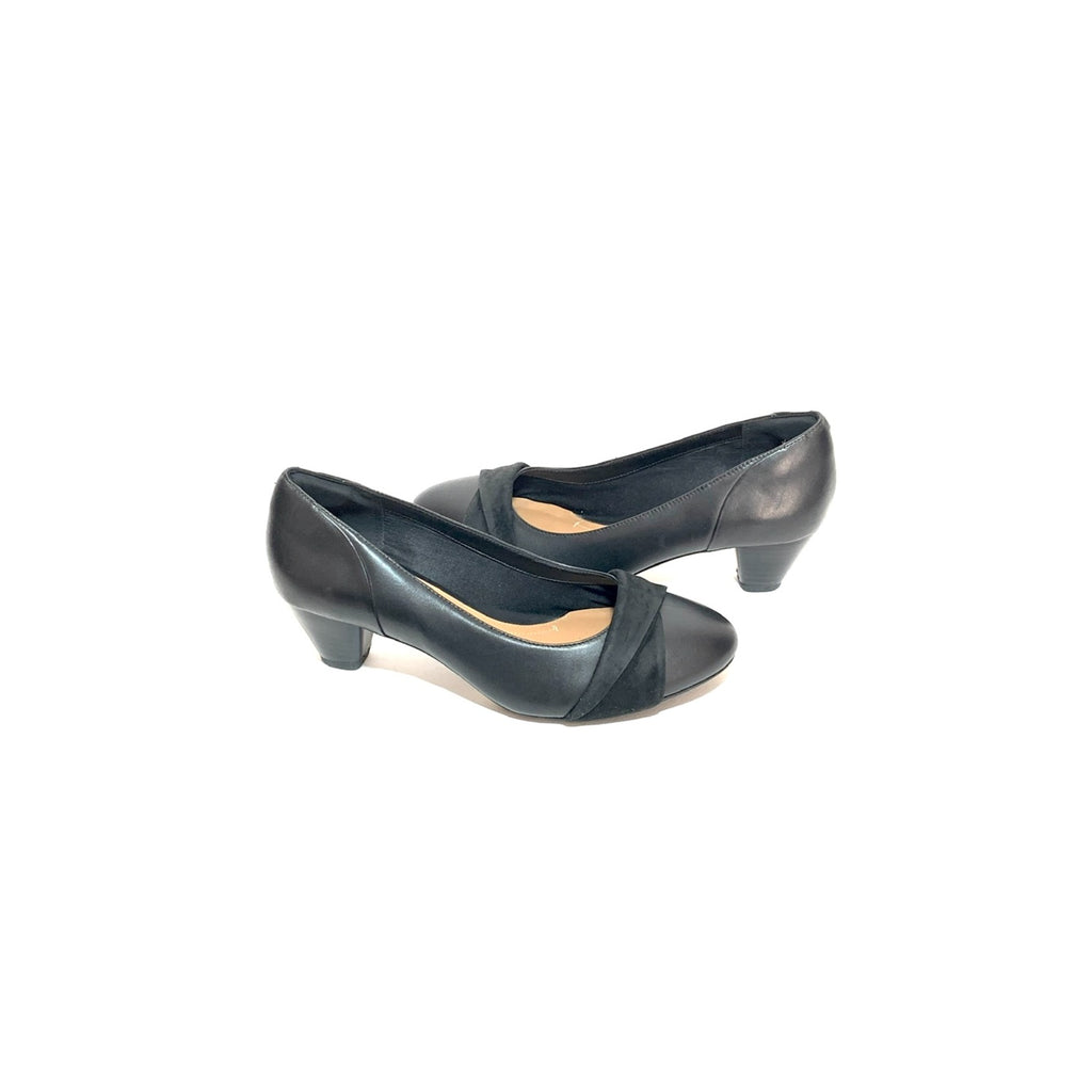 Clark's Black Leather Pumps | Gently Used |