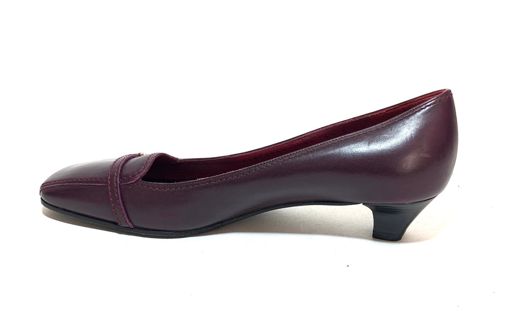 Salvatore Ferragamo Vintage Maroon Leather Pumps | Pre Loved |