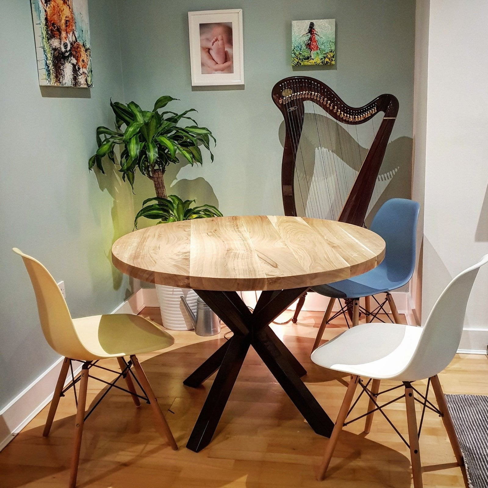 Solid Oak Round  Dining Table by Strachel A.F. /Star Frame