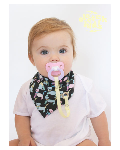 Bandana Bib with snaps - Abstraction