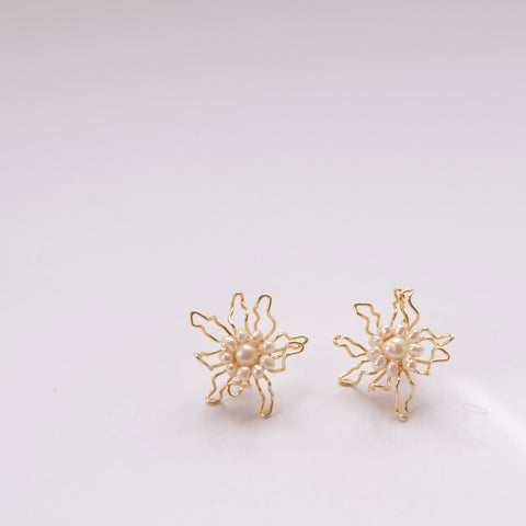 Pearl Gold Bloom Flowers - earring