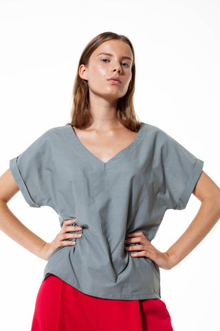 Lightweight blouse in grey