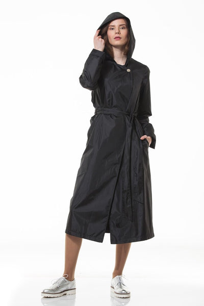 Black and elegant raincoat