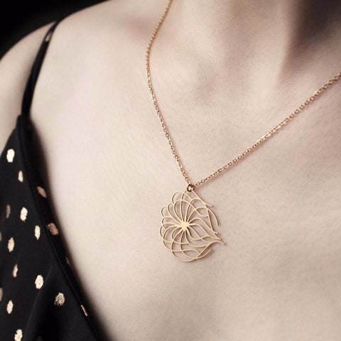 MOORIGIN 'CLEMATIS VITALBA' PENDANT NECKLACE GOLD SML