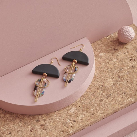 middle child earrings 'halyard' black