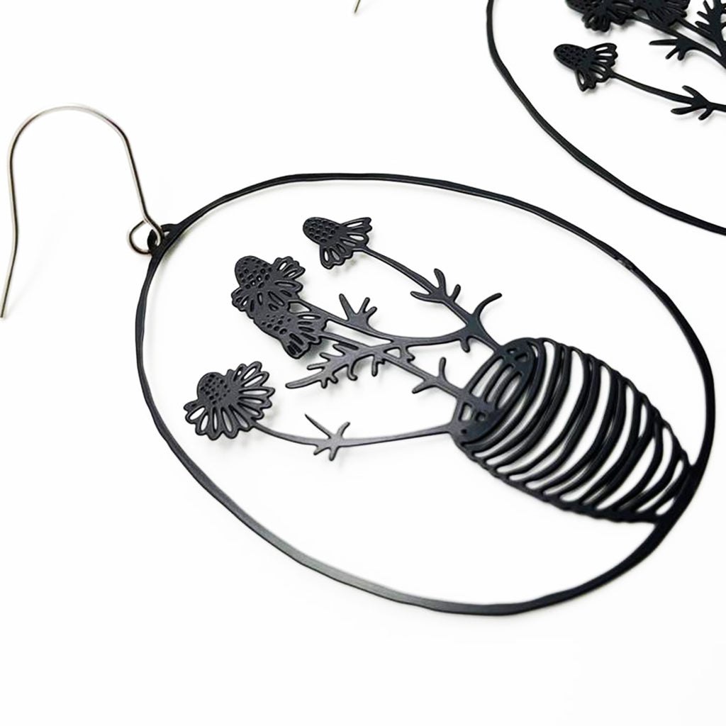 denz & co. earrings 'chamomile dangles' black