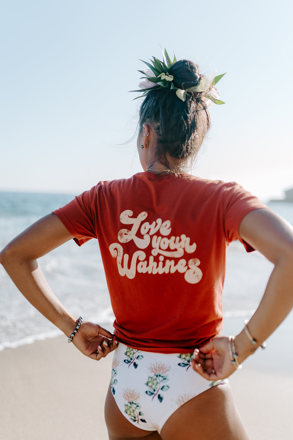 Dolkii Tee Love your Wahines in Lehua Red