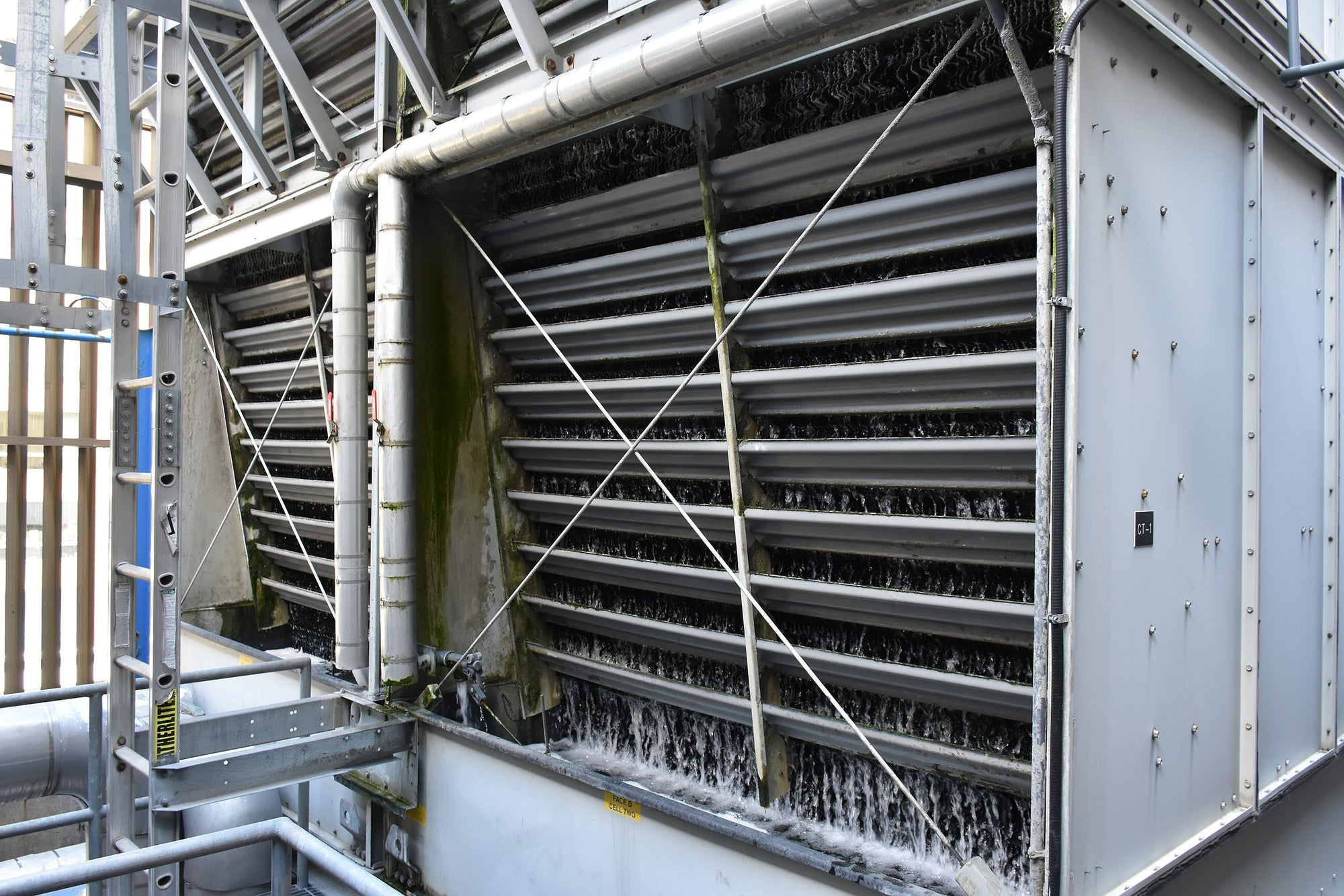 How does a cooling tower work ?