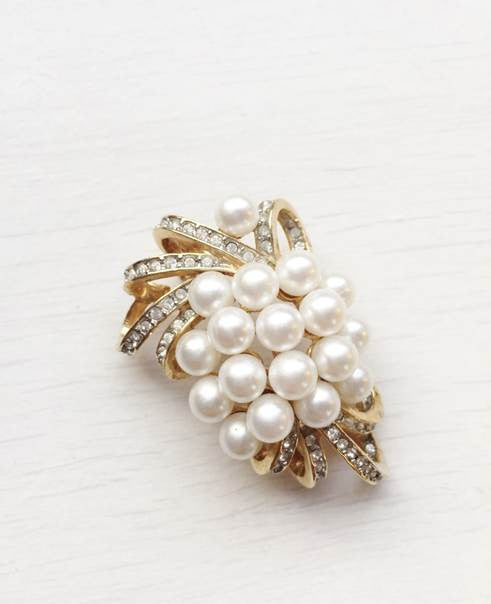 1950s Vintage Cluster of Pearls Brooch
