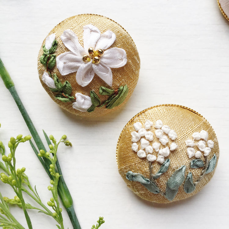 Mother daughter silk ribbon embroidery button brooches in white and gold