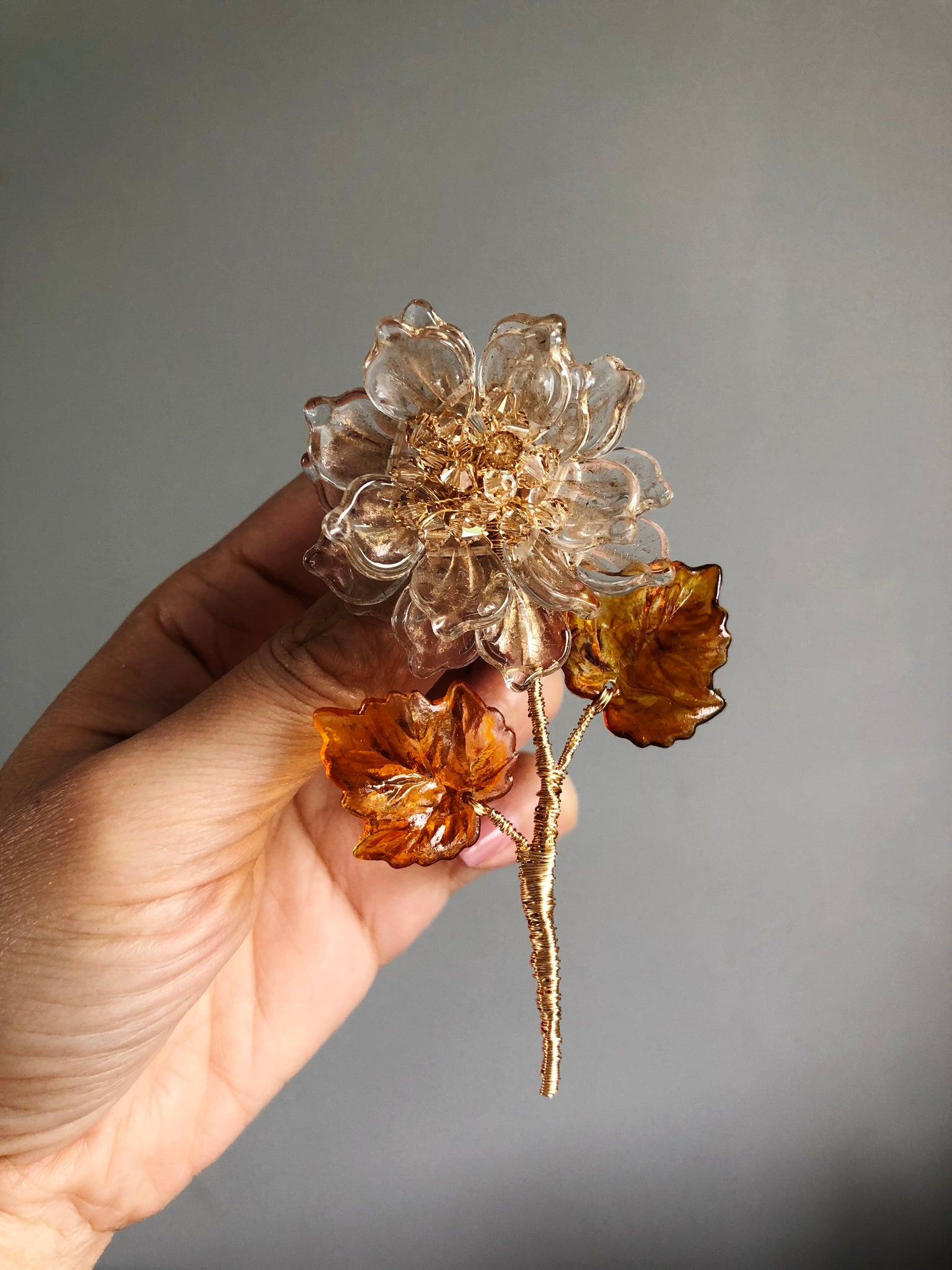 Peony stem brooch in clear and gold