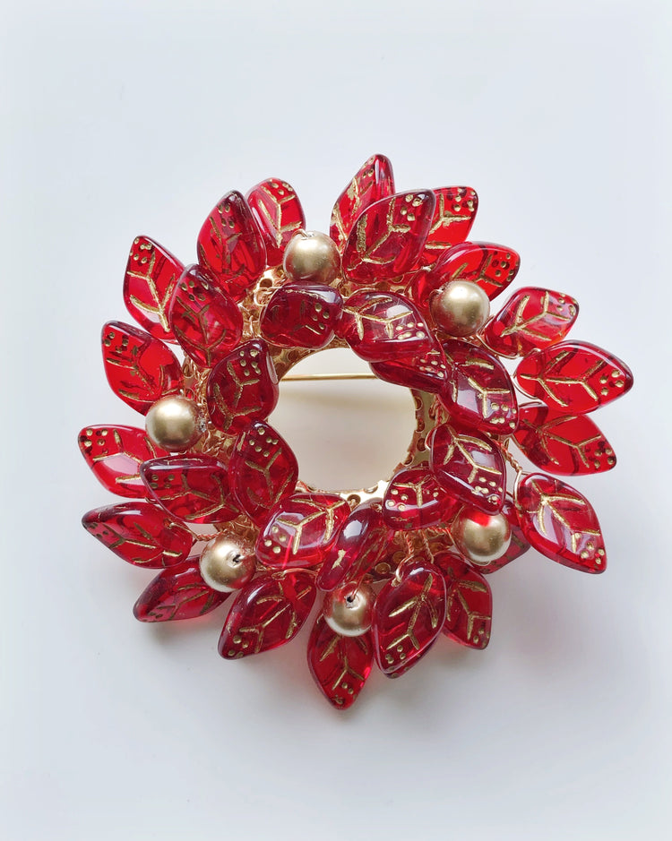 Christmas wreath brooch in red