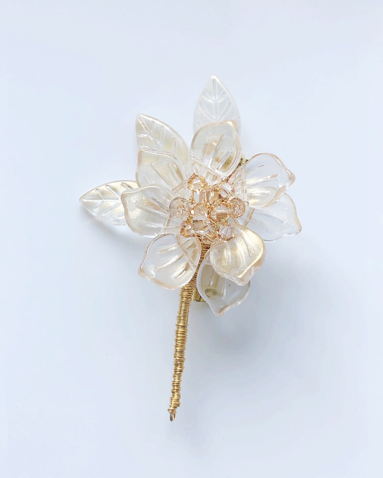 Winter warmth baby peony brooch in gold