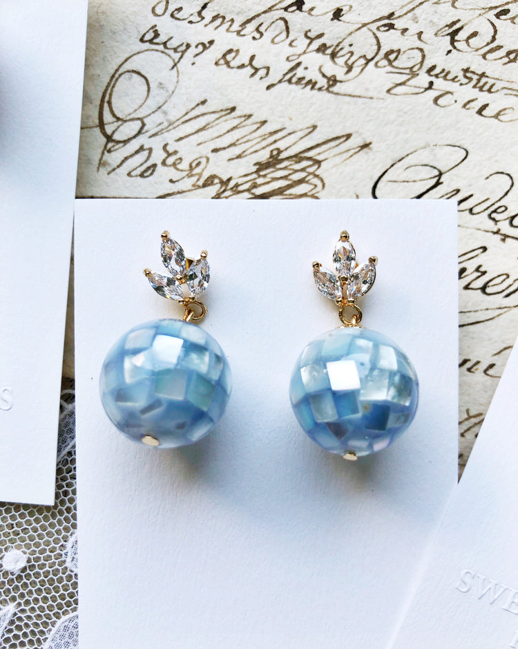Seashell mosaic bubbles glass beads earrings in clear water blue