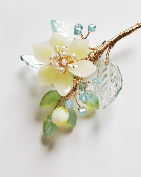 """Thank You"" mini bouquet baby lotus in pastel yellow brooch"
