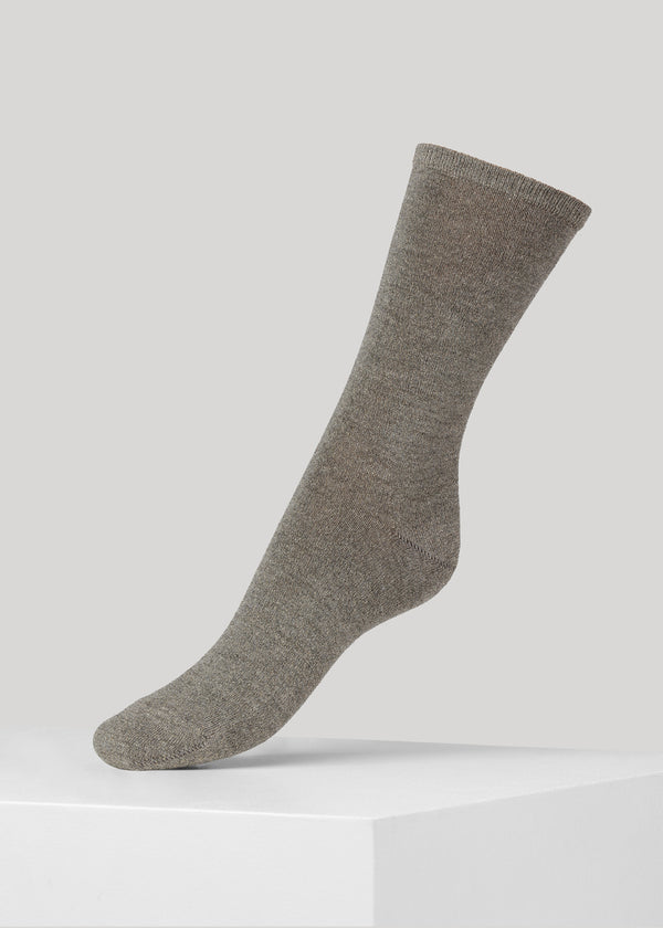 The soft full glitter Mei sock is made in super soft Lenzing Viscose® yarn made with  a 180 needles fine gauge.