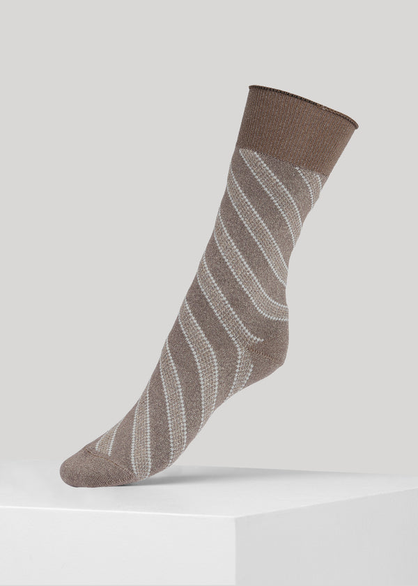 The soft slanted glitter Mei sock is made in super soft Lenzing Viscose® yarn made with  a 180 needles fine gauge.
