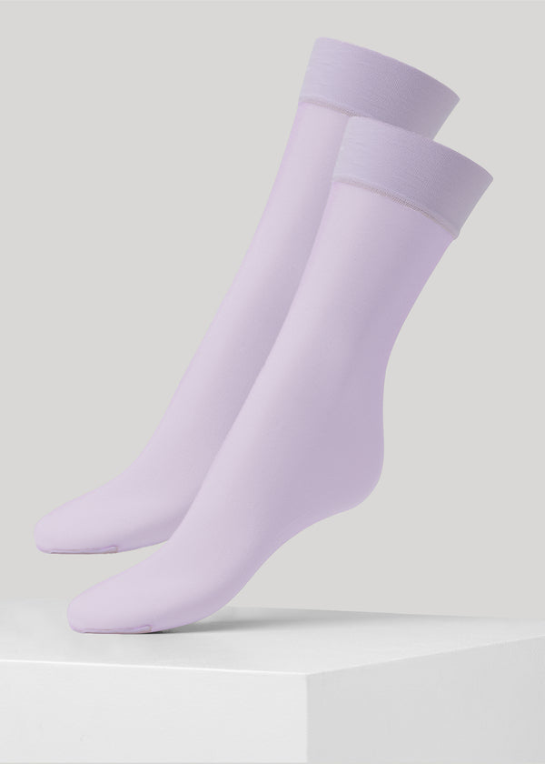 These fashionable sheer pop socks in 15 denier are made using only recycled materials.