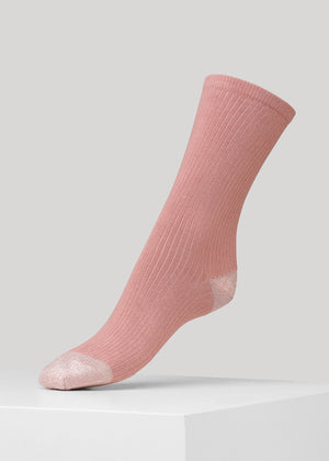 Our Malene ribbed cotton sock in Old Rose with glitter in heel and toes is made of soft GOTS certified premium organic cotton yarn.