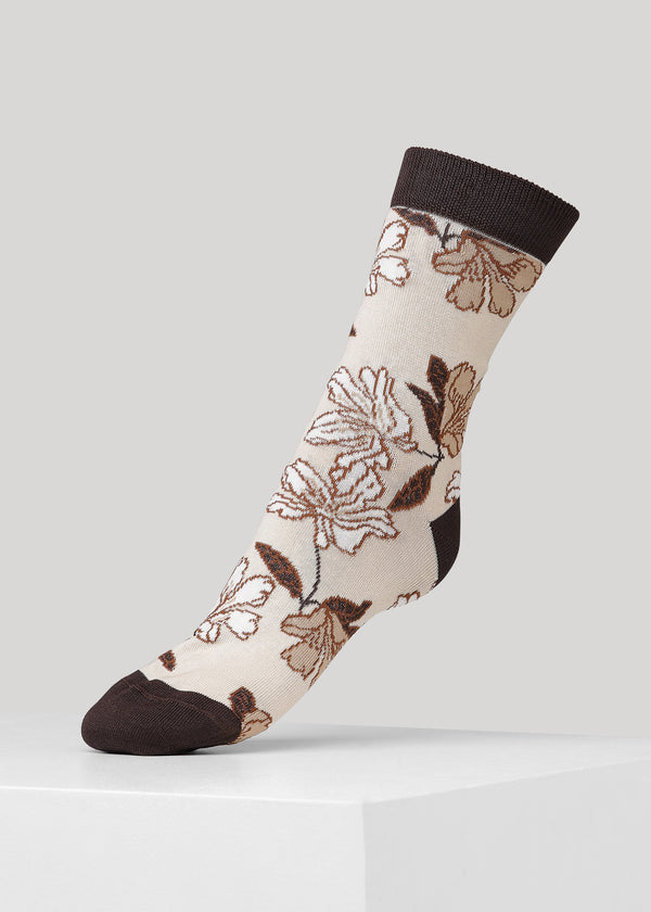 Super soft and fine knitted cotton socks with flower pattern and Dear Denier logo on the sole.