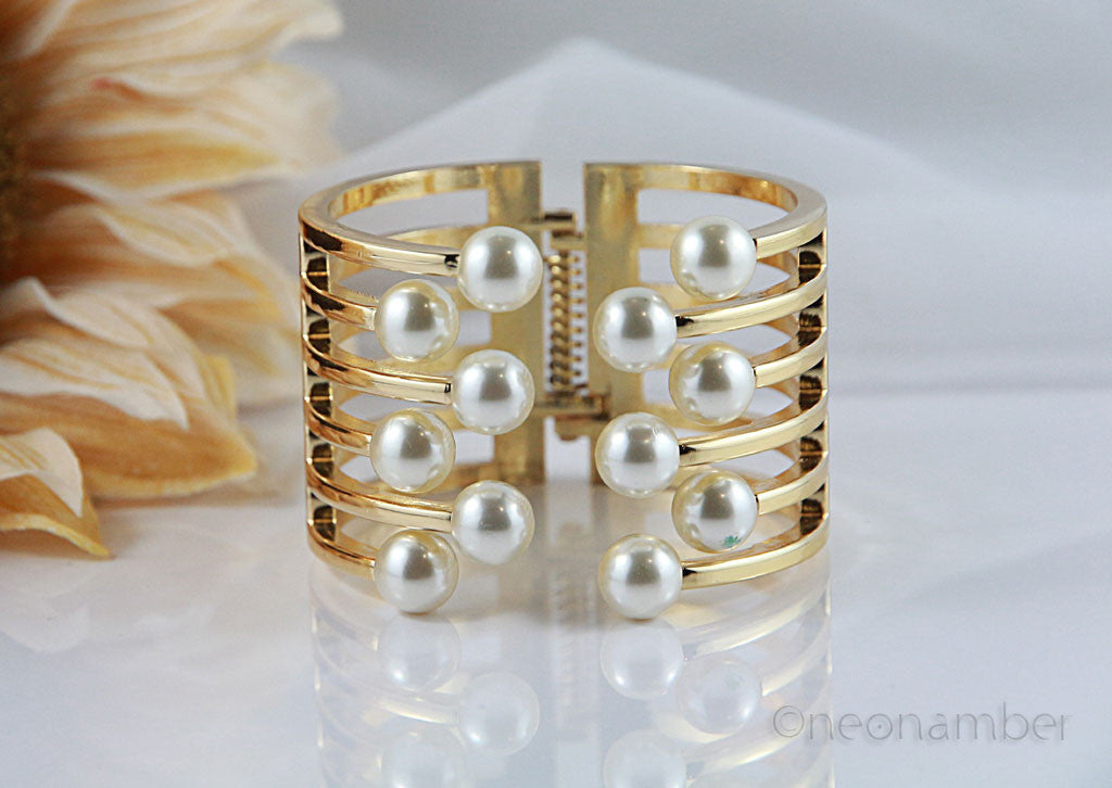Gold Majestic Pearl Bangle