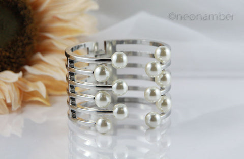Silver Majestic Pearl Bangle