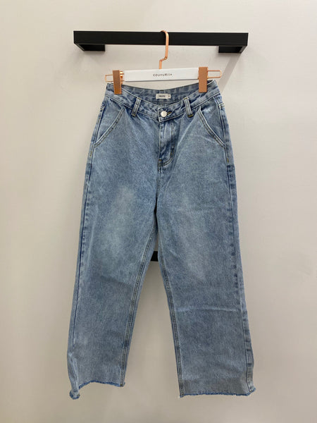 High-waisted Relax Straight Leg Jeans with Fray Hem