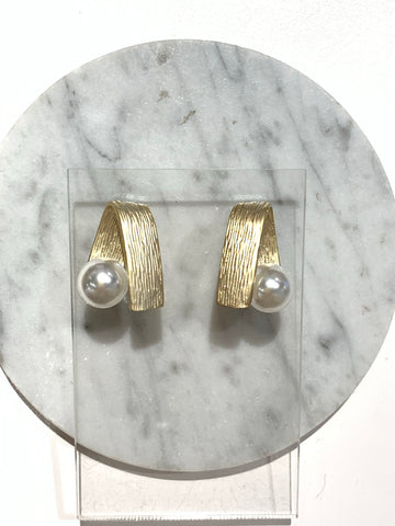 Single Pearl and Metal Stripe Earrings