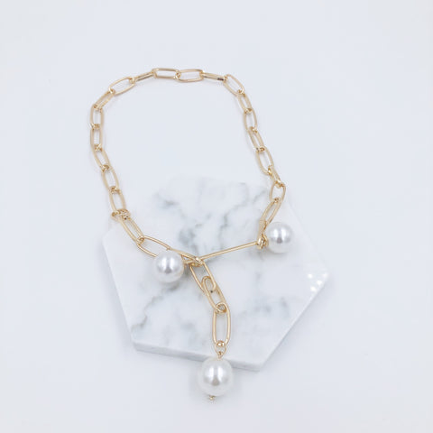 Chain and Big Pearls Necklace